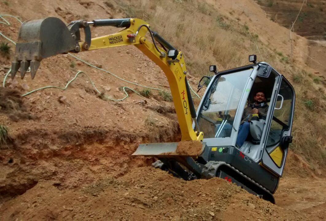 03 Mini Excavadora 1404